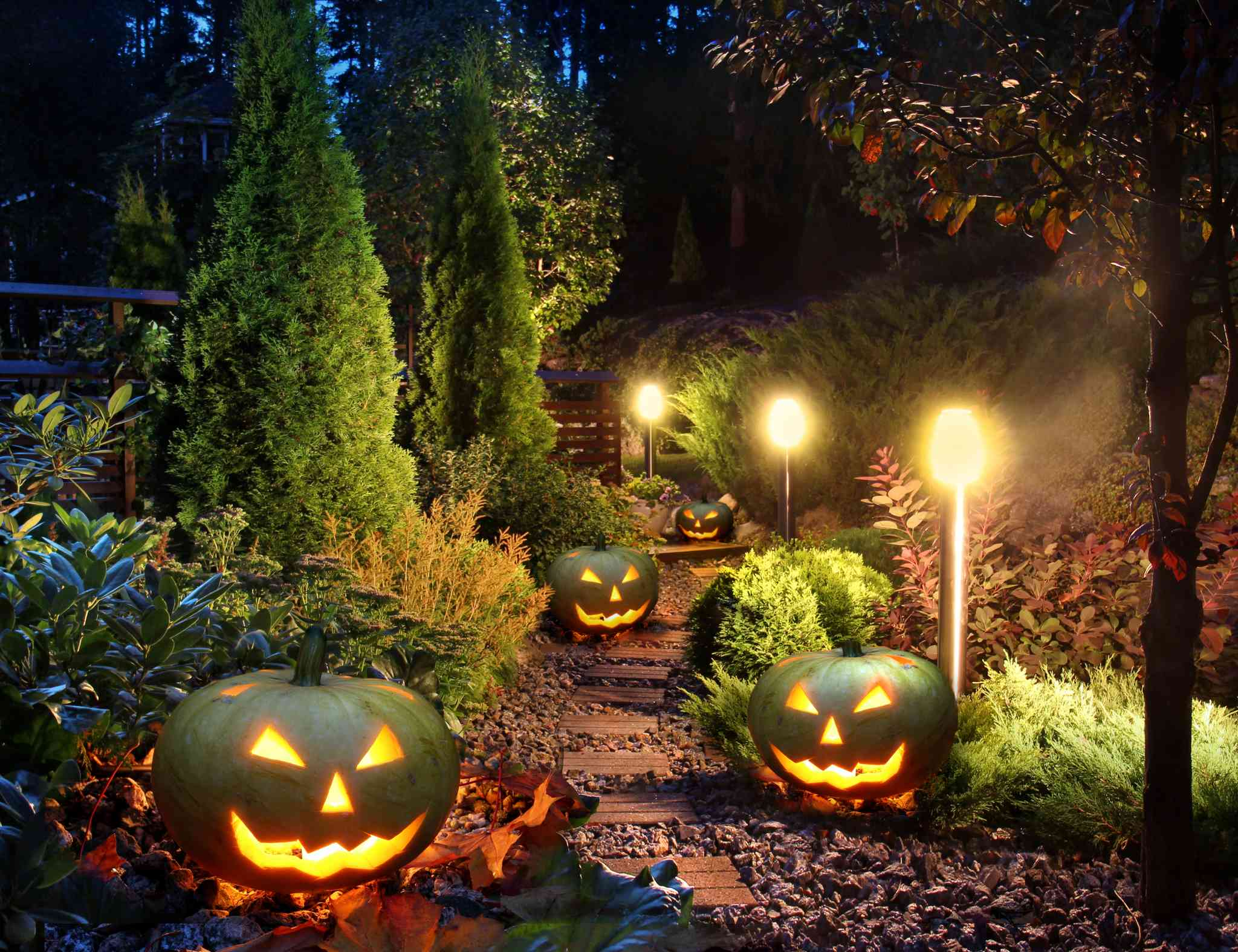 Spooky Outdoor Halloween Decorations